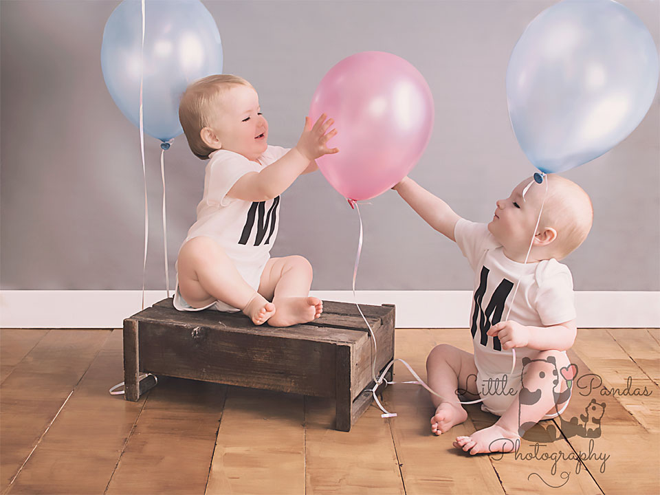 twin birthday shoot balloons